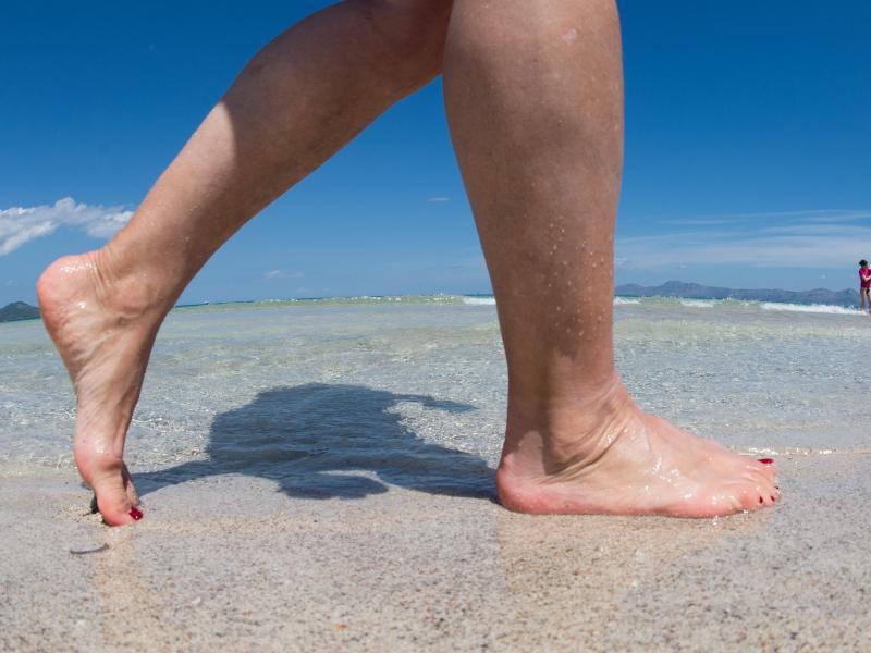 Bild zu Füße am Strand