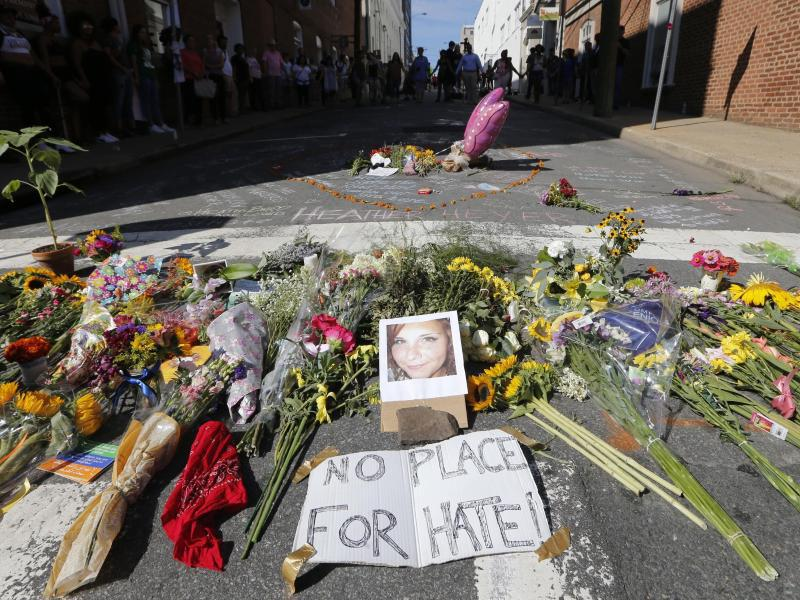 Bild zu Blumen für Heather Heyer in Charlottesville