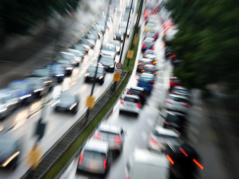 Bild zu Dichter Verkehr