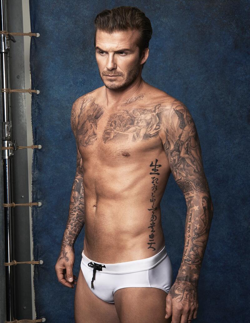 Bild zu David Beckham trägt ein weißes Badehöschen