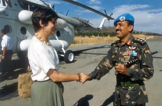 Bild zu Mit Helikopter unterwegs zum indischen Peacekeeper Kontingent.