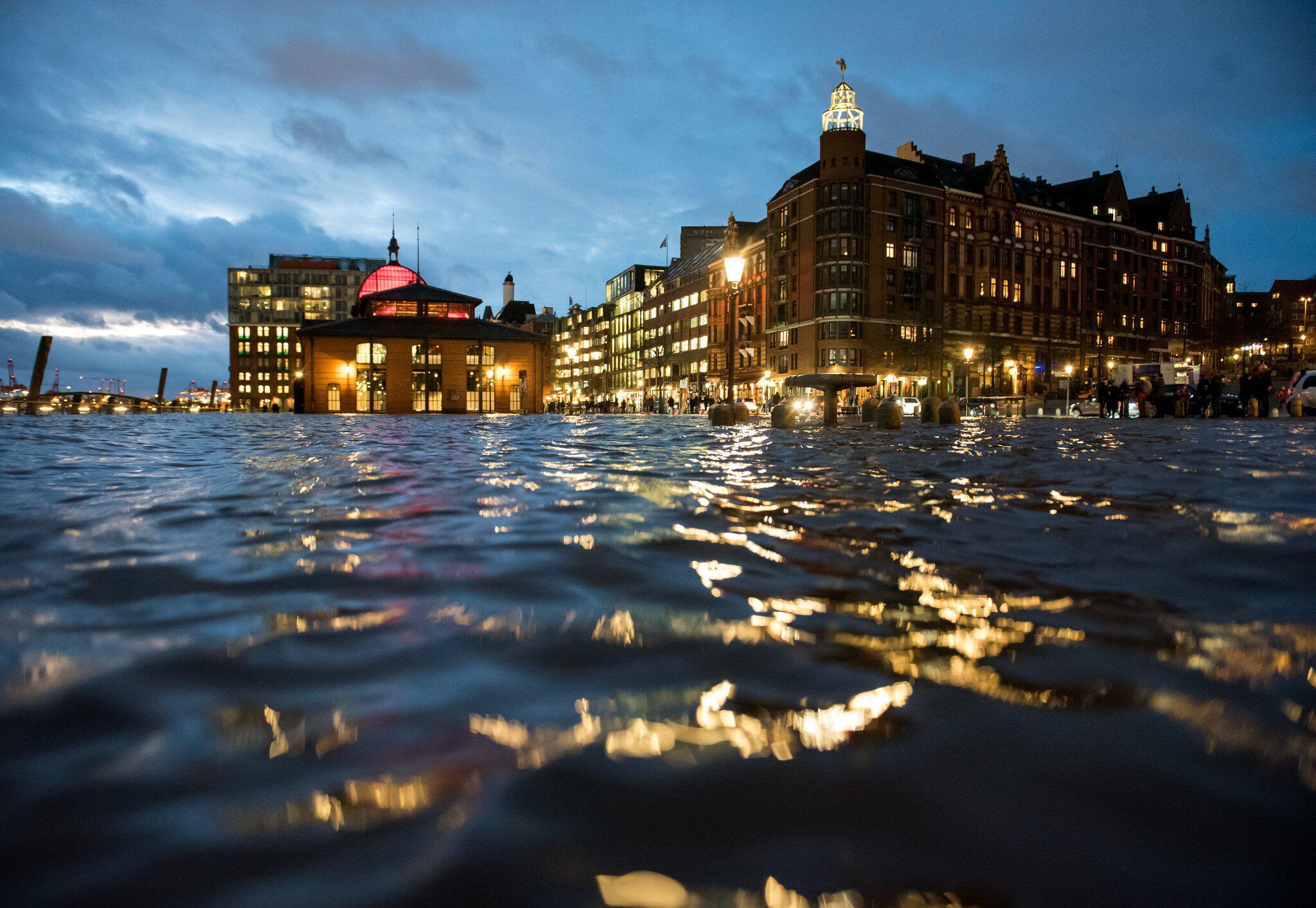 Bild zu Sturmflut in Hamburg