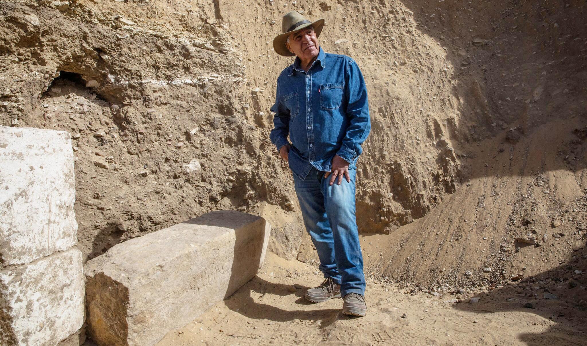 Bild zu Archäologen entdecken Totentempel und weitere Särge bei Kairo