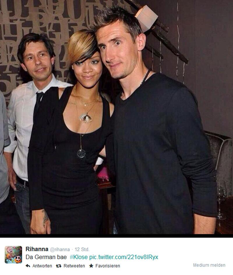 Bild zu Rihanna mit Miroslav Klose