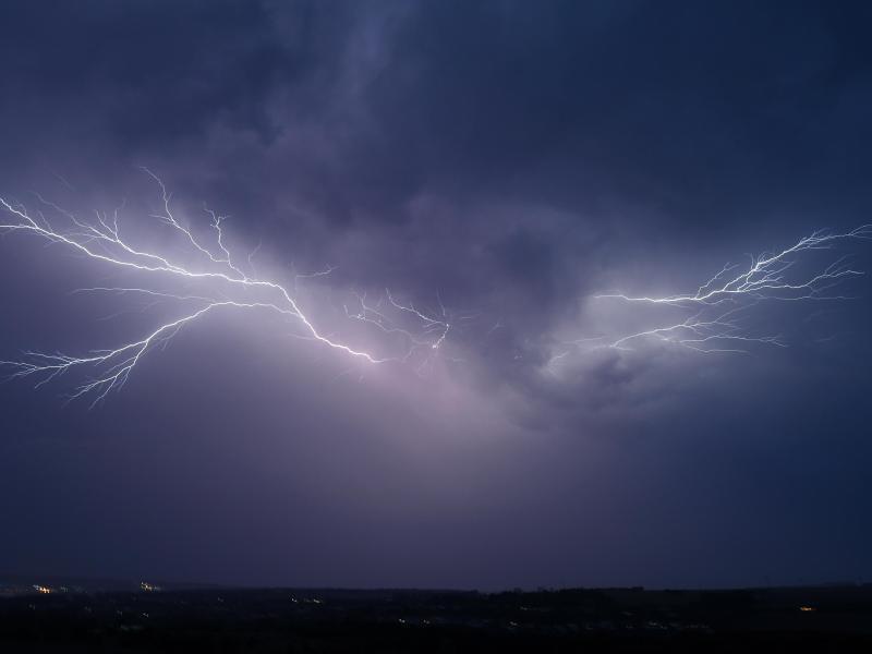Bild zu Gewitter mit Blitz am Himmel