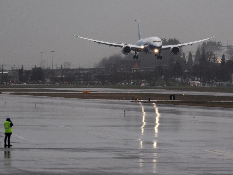 Bild zu Boeing bei der Landung