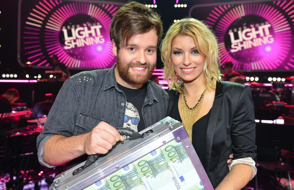 """Fabian Bruck (22) gewinnt in der zweiten Folge von """"Keep Your Light Shining"""" 50.000 Euro"""