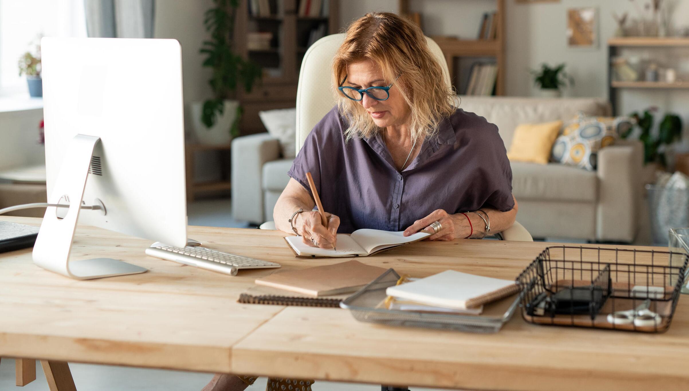 Bild zu homeoffice, büro, zuhause, corona, arbeiten, gadgets, heimarbeit, schreibtisch, arbeitsplatz