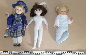 Seltsame Puppen im Wald - Polizei löst Rätsel