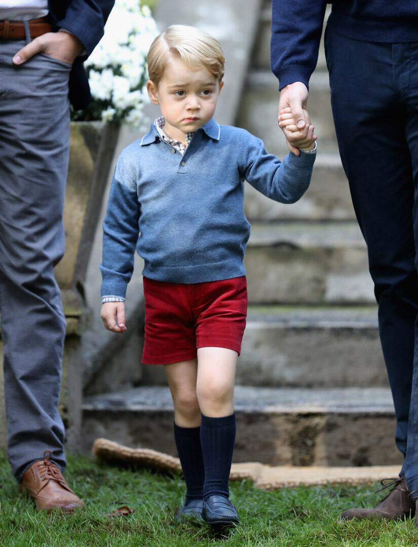 Bild zu Royals, Prinz George, Prinz William, Kinderparty, Ankunft
