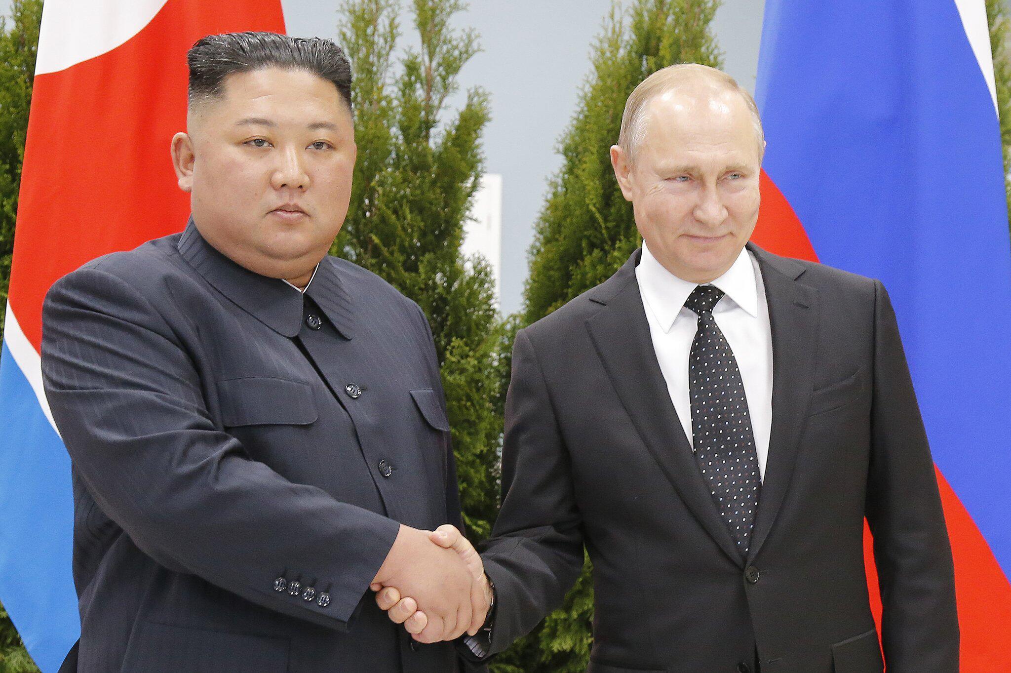 Bild zu Wladimir Putin trifft Kim Jong Un