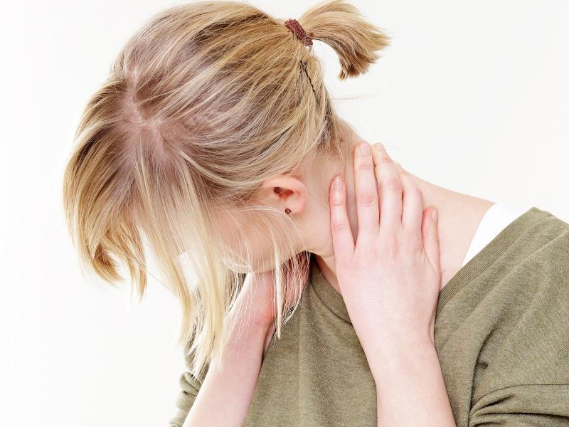 Bild zu Nackenmuskulatur dehnen