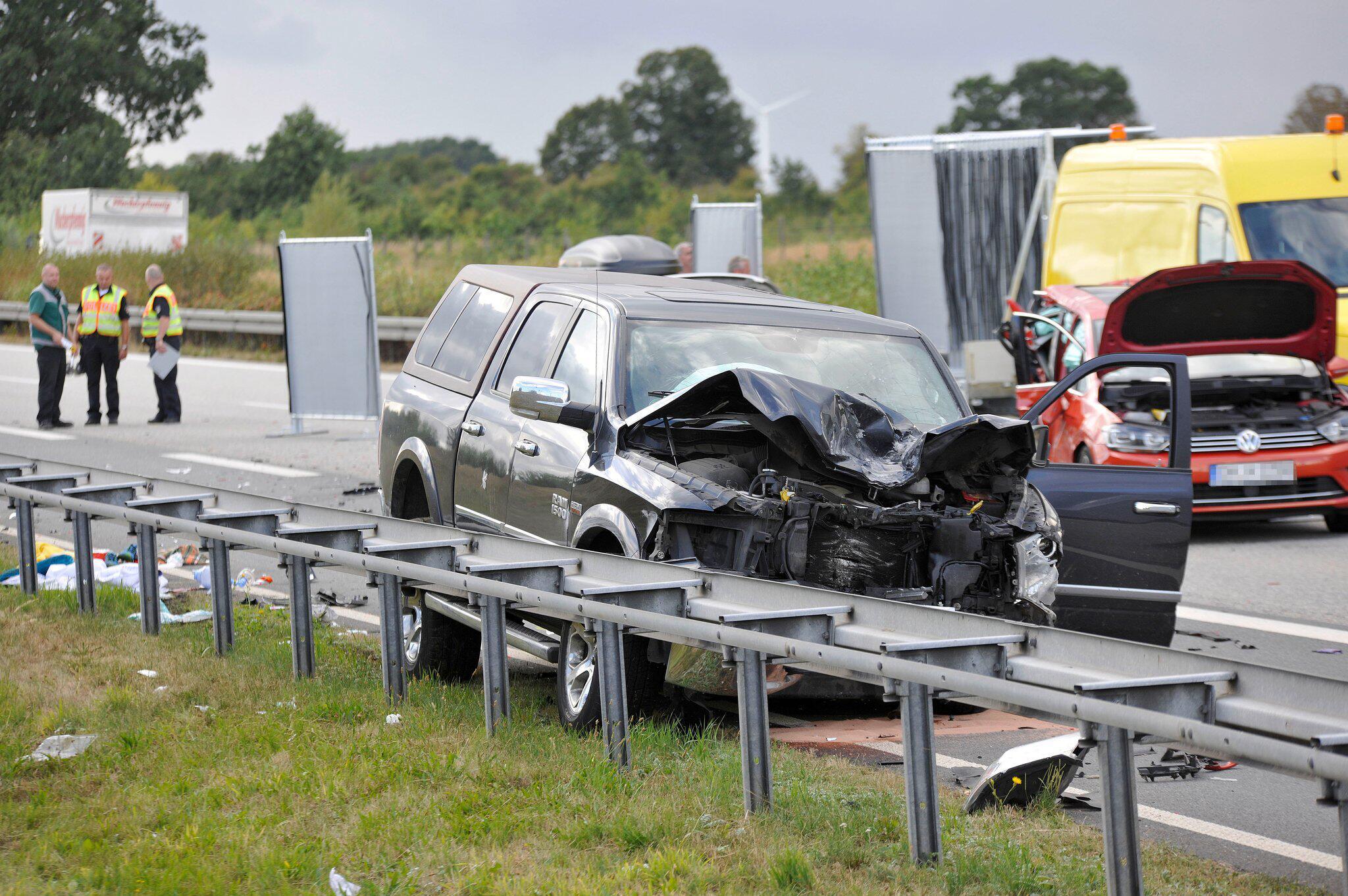 Bild zu Schwerer Verkehrsunfall A20