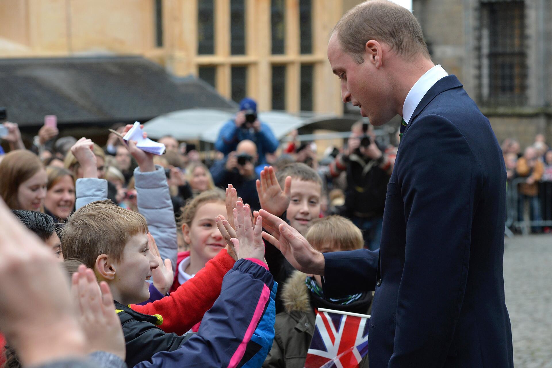 Bild zu Prinz William, Schottland, Schüler, High Five