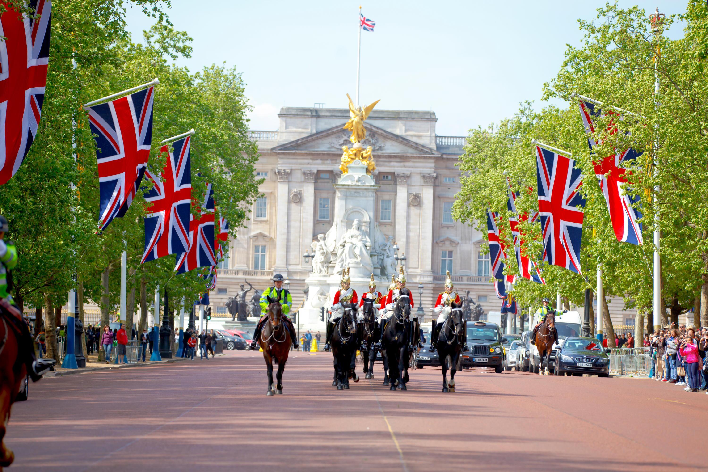 Bild zu Royals, Königshaus, Fanartikel, Queen, Prinz Harry, Meghan Markle, Kate Middelton