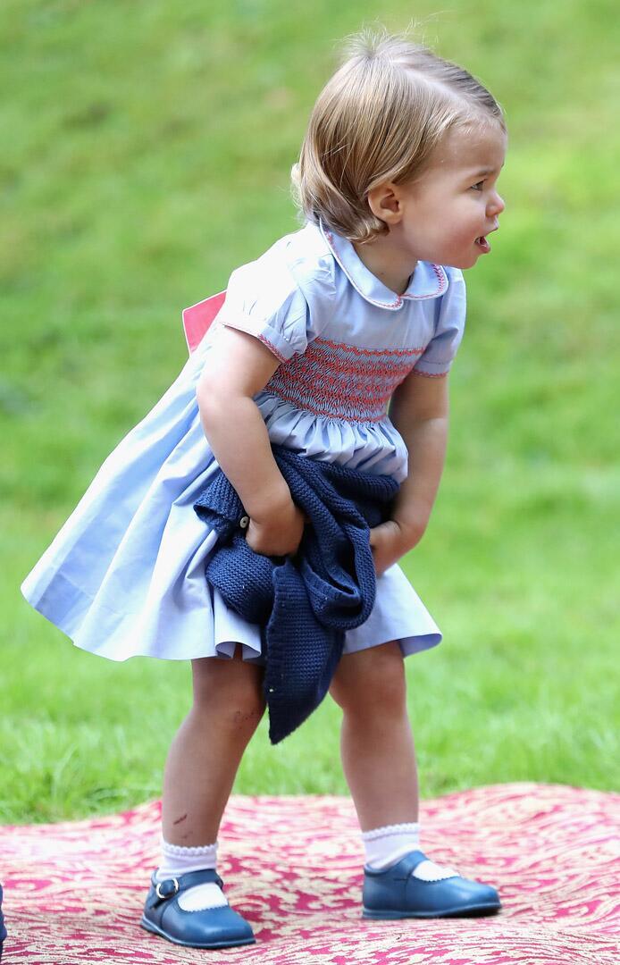 Bild zu Royals, Prinzessin Charlotte, Kinderparty, Kleid