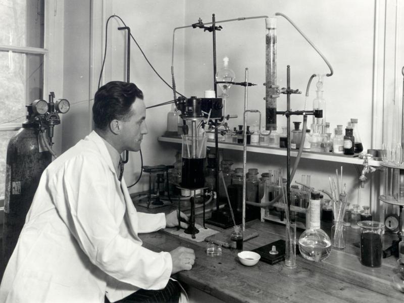 Bild zu Max Morgenthaler in seinem Labor
