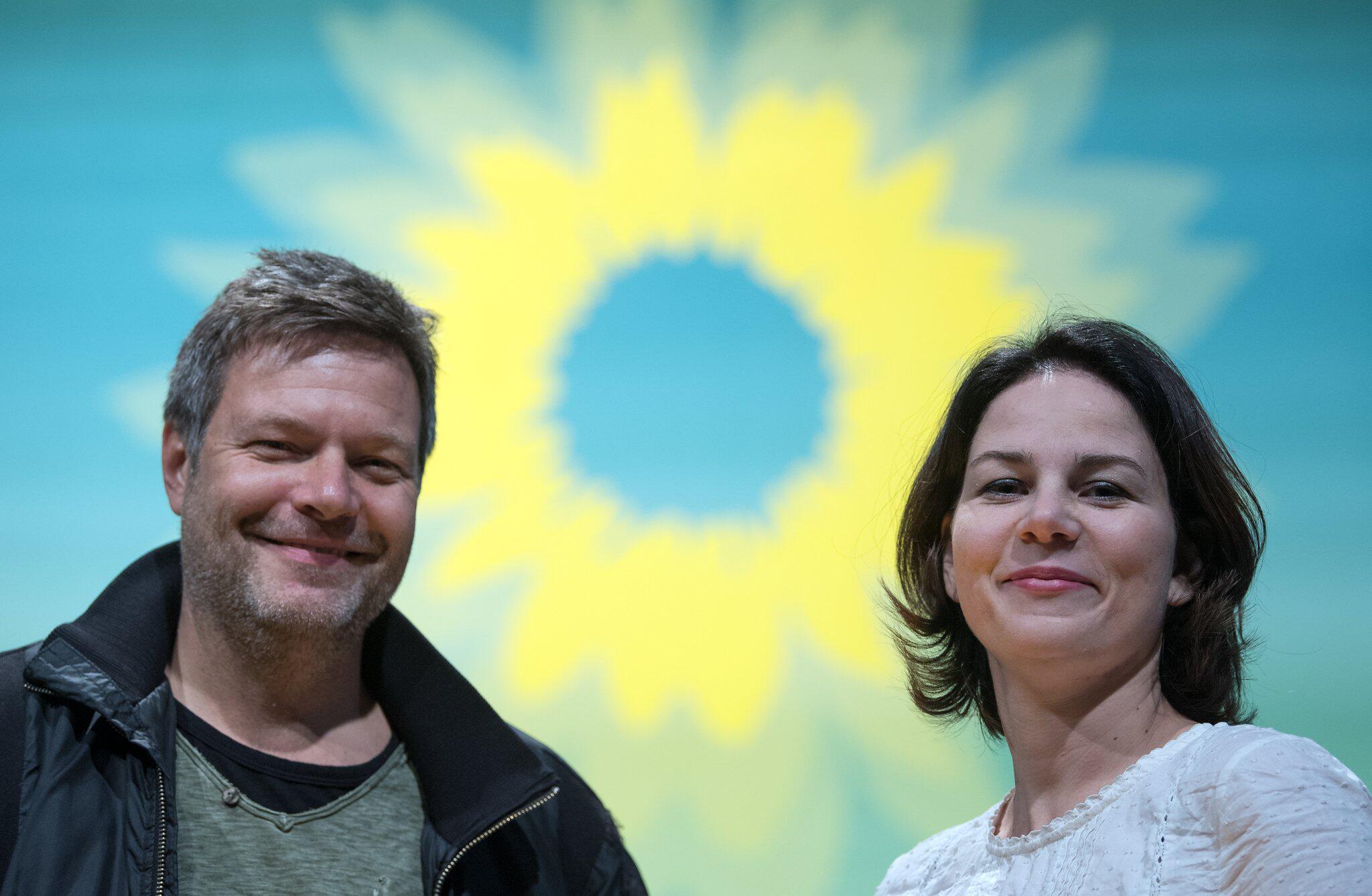 Bild zu Annalena Baerbock und Robert Habeck