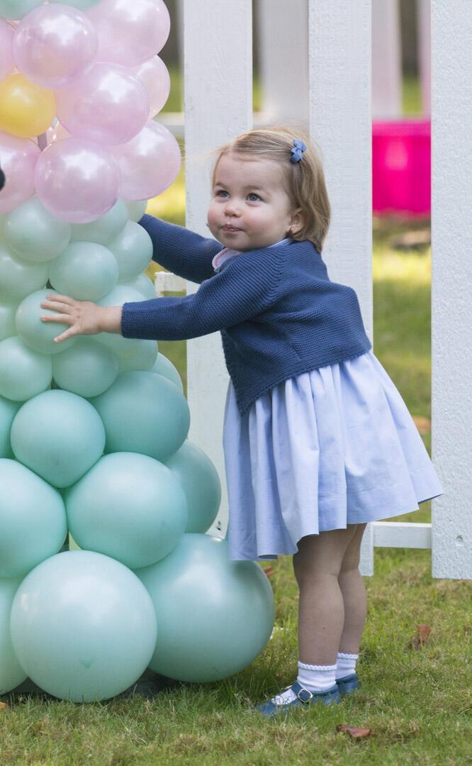Bild zu Royals, Prinzessin Charlotte, Kinderparty, Ballons