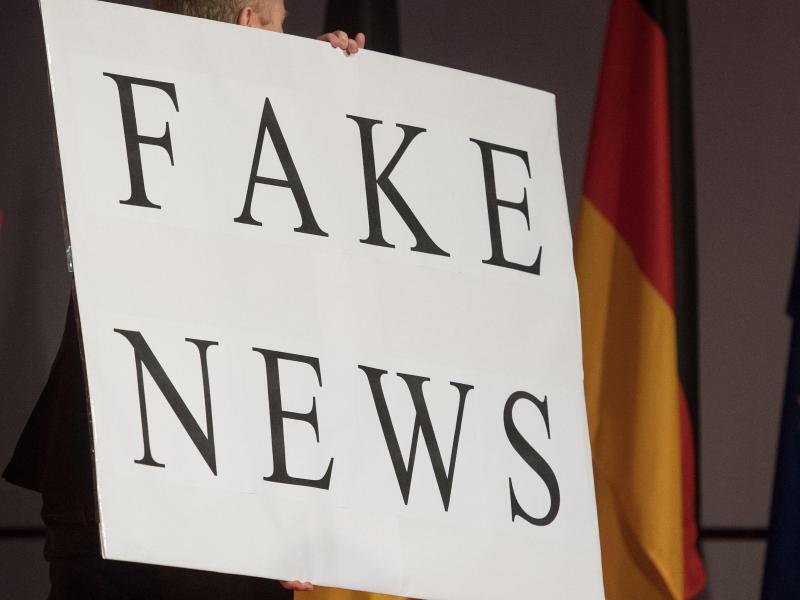Bild zu Fake News