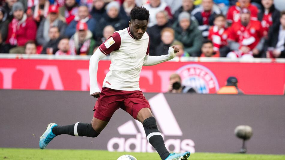 FC Bayern verlängert mit Davies