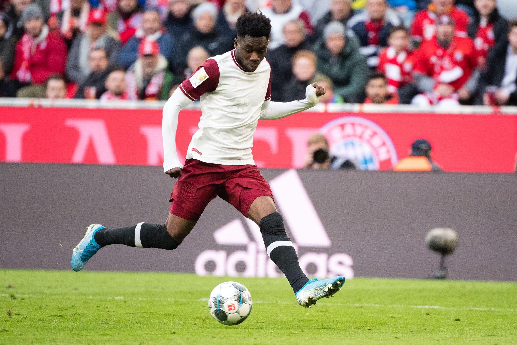 Bild zu FC Bayern verlängert mit Davies