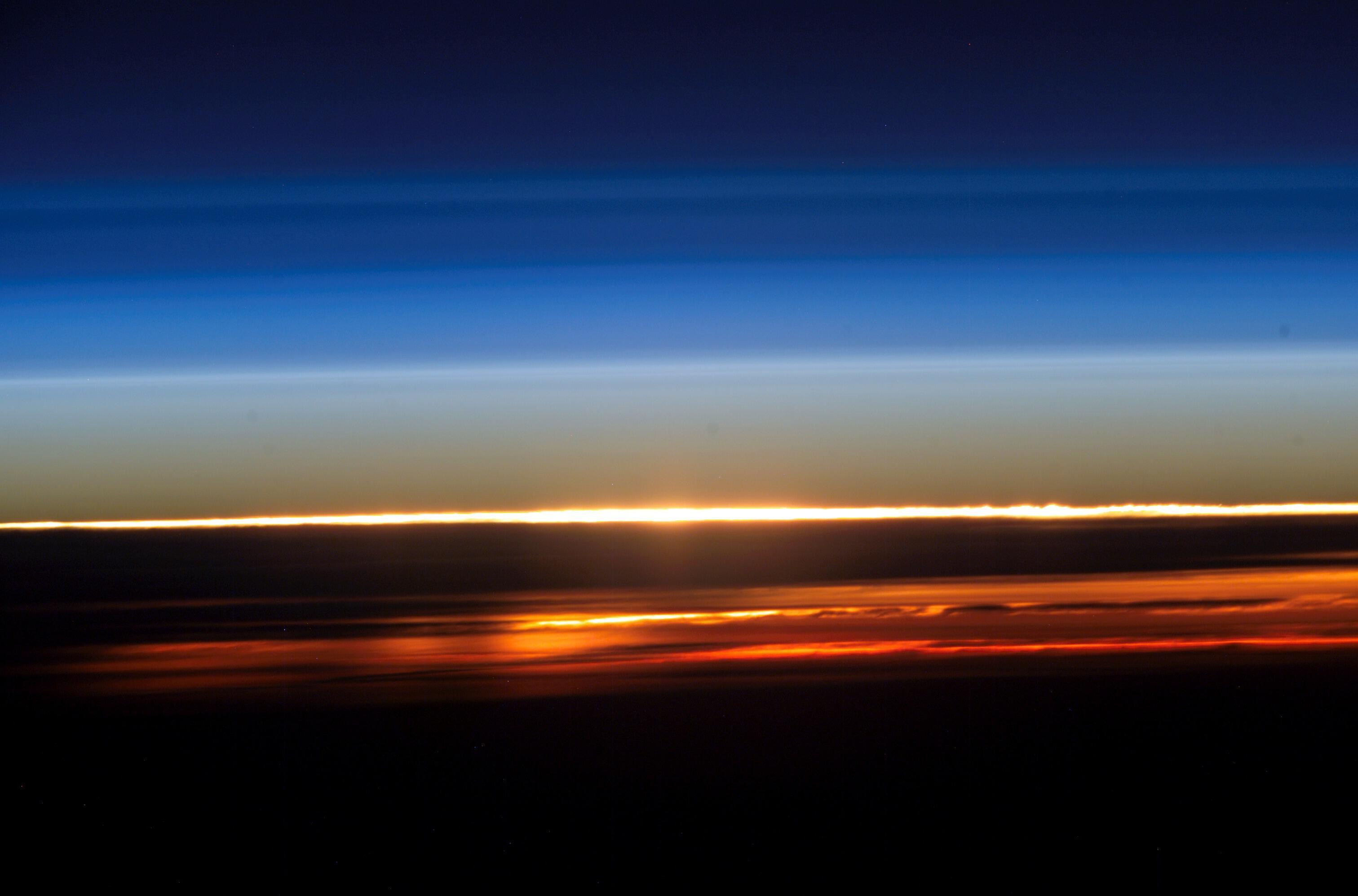 Bild zu Sonnenuntergang aus Perspektive der ISS
