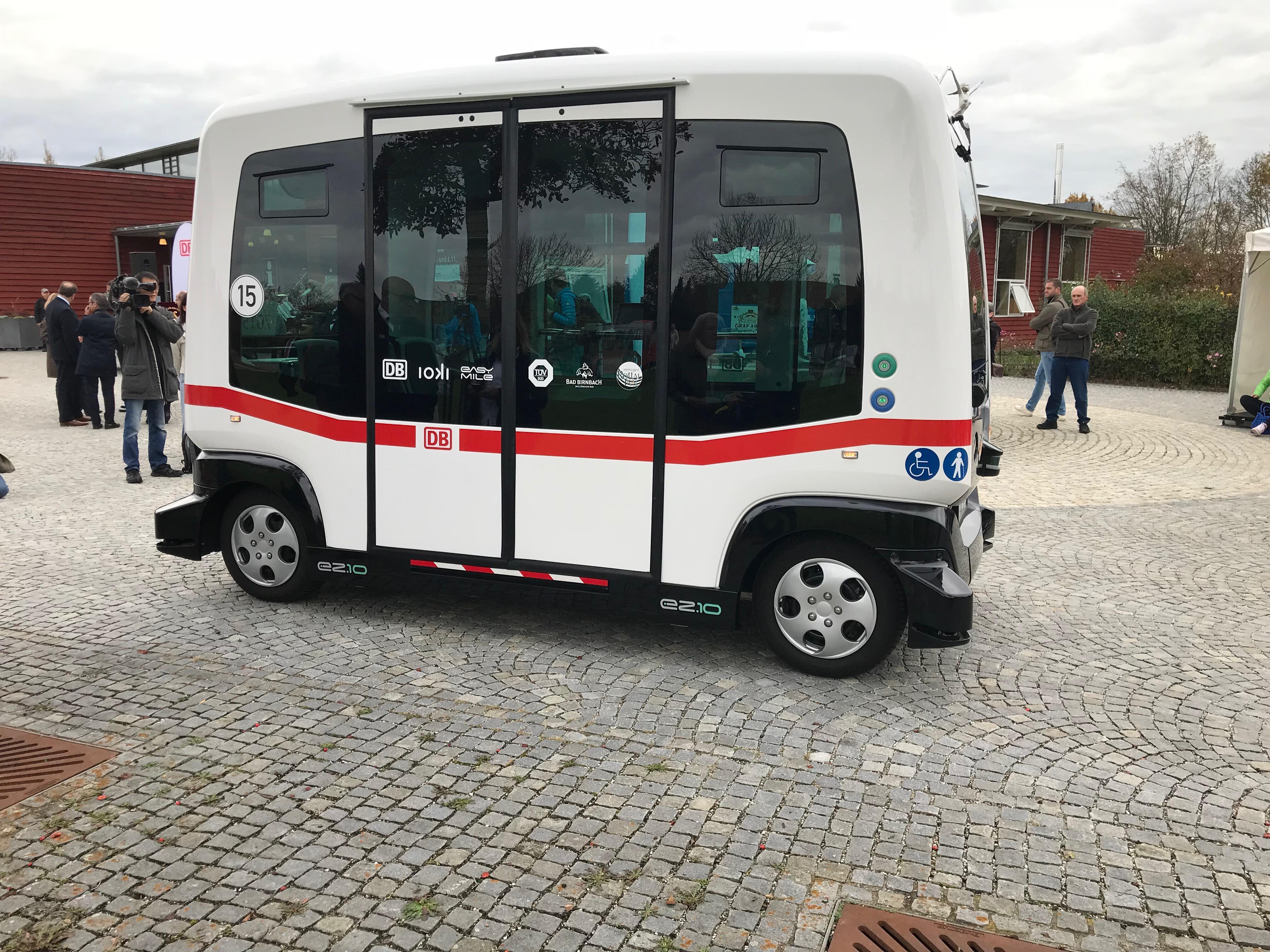 Bild zu selbstfahrender Bus