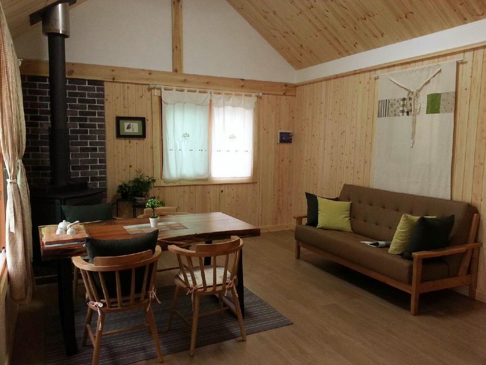 Bild zu Mini-Haus, Wohnbereich, Essbereich,