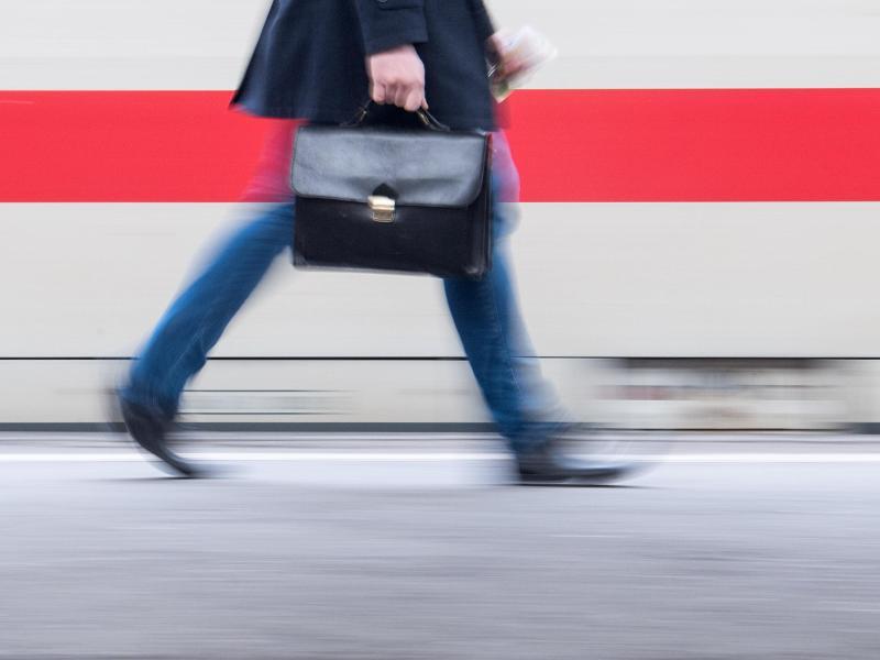 Bild zu Bahnreisender