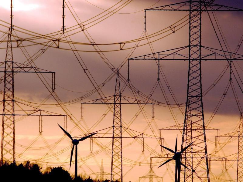 Bild zu Strommasten im Sonnenuntergang