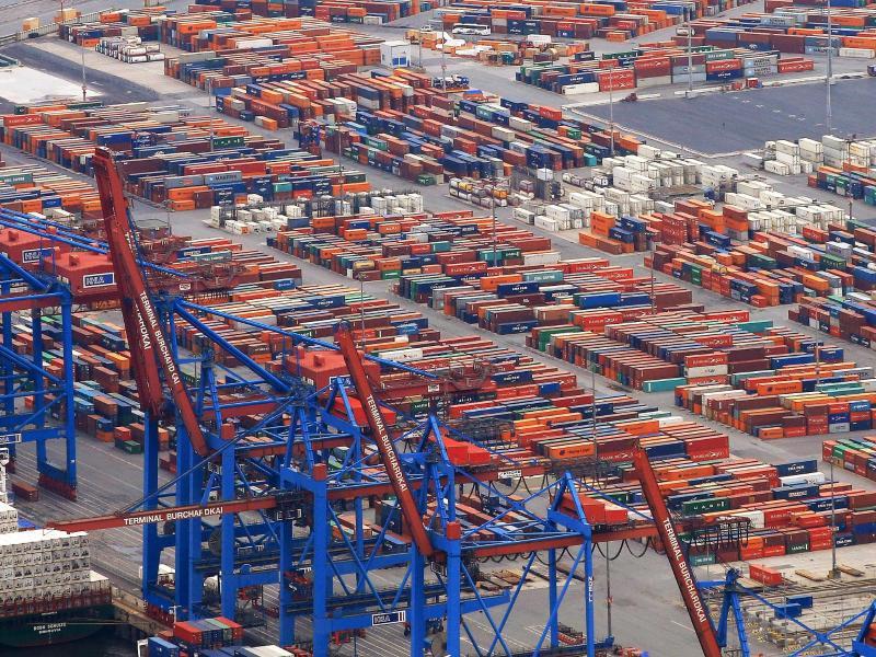 Bild zu Containerumschlag im Hamburger Hafen