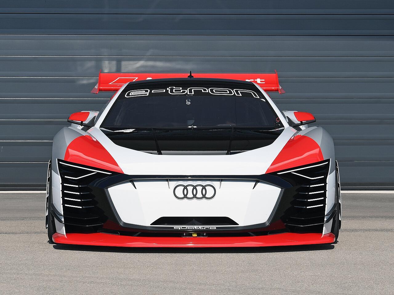 Bild zu Audi e-tron Vision Gran Turismo: PlayStation-Bolide wird zum realen Renntaxi