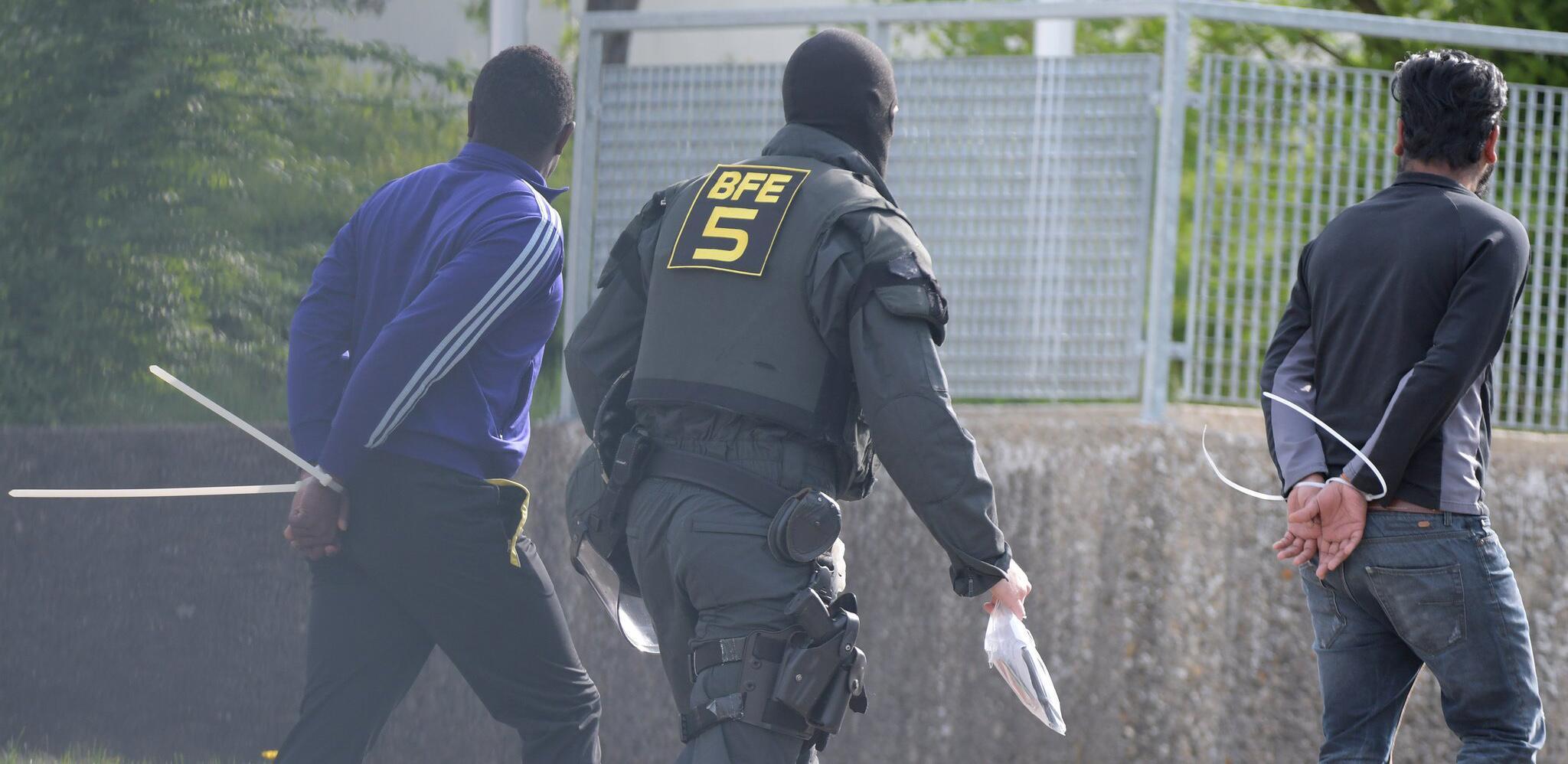 Bild zu Polizeieinsatz im Flüchtlingsheim