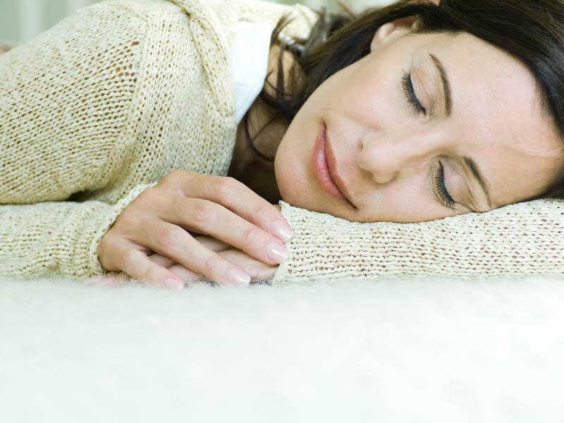 Bild zu Frau schläft