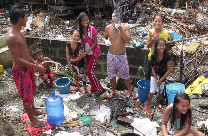 Bild zu Philippinische Kinder trotzen Haiyan