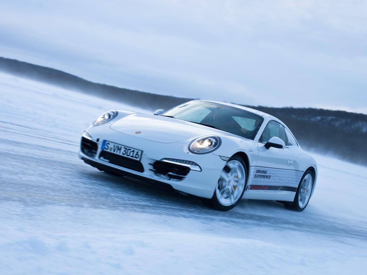 Bild zu Autofahren im Winter: Bei Heckantrieb ist viel Gefühl gefragt