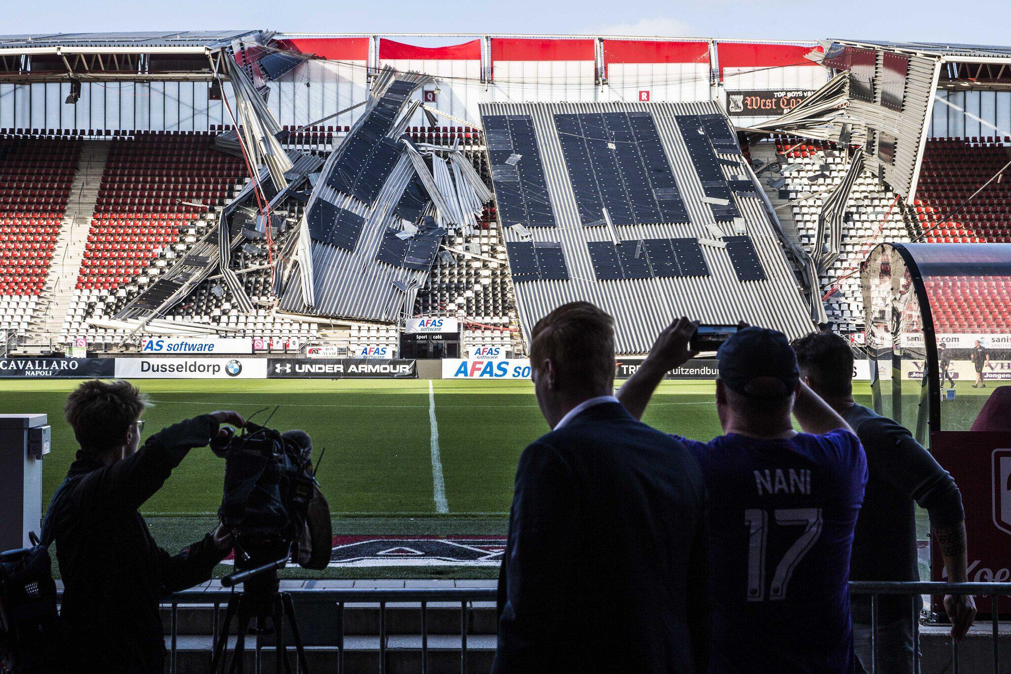 Bild zu Stadiondach in Alkmaar teilweise eingestürzt