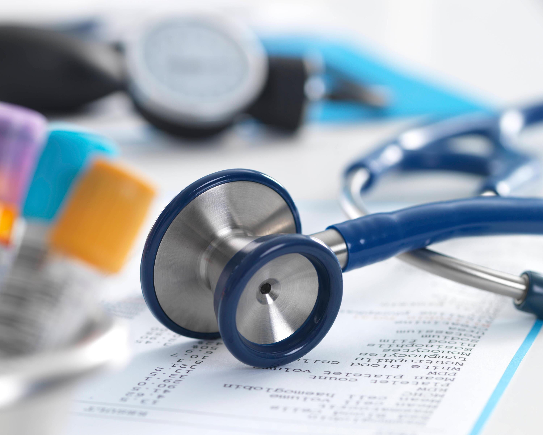 Bild zu Befund und Stetoskop