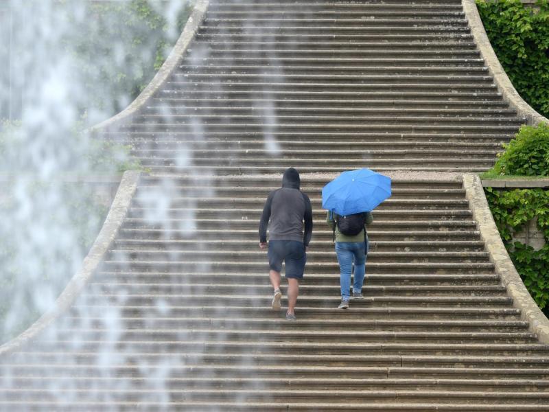 Bild zu Treppe im Regen