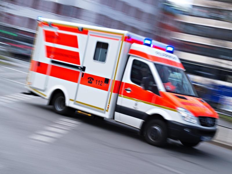 Bild zu Rettungswagen unterwegs