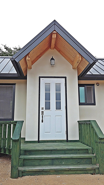 Bild zu Mini-Haus, Eingang