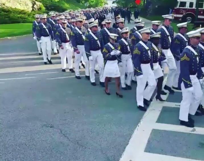 Bild zu Parade