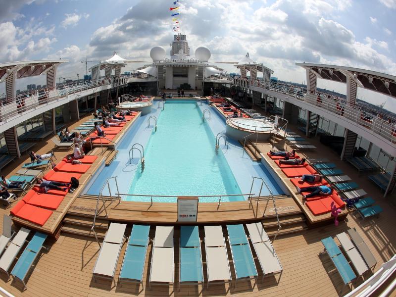 Bild zu Pooldeck der «Mein Schiff 5»