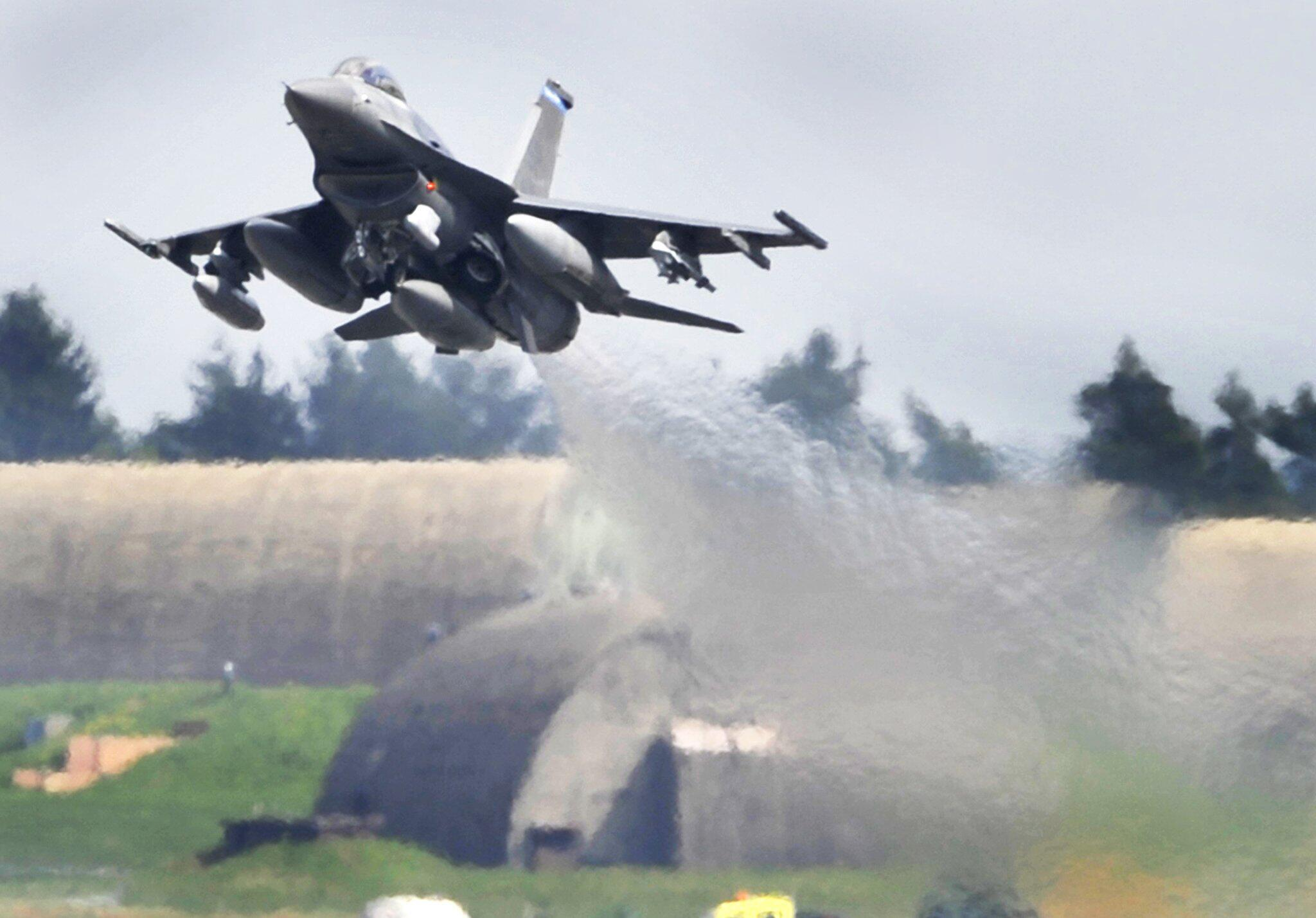 Bild zu US-Militärjet bei Trier abgestürzt
