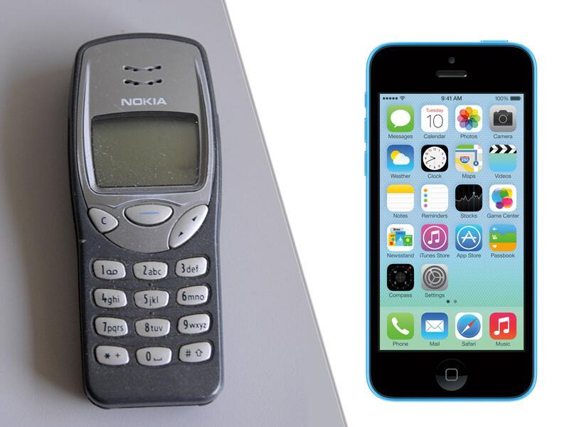 Bild zu Nokia 3210 (links) und iPhone 5S