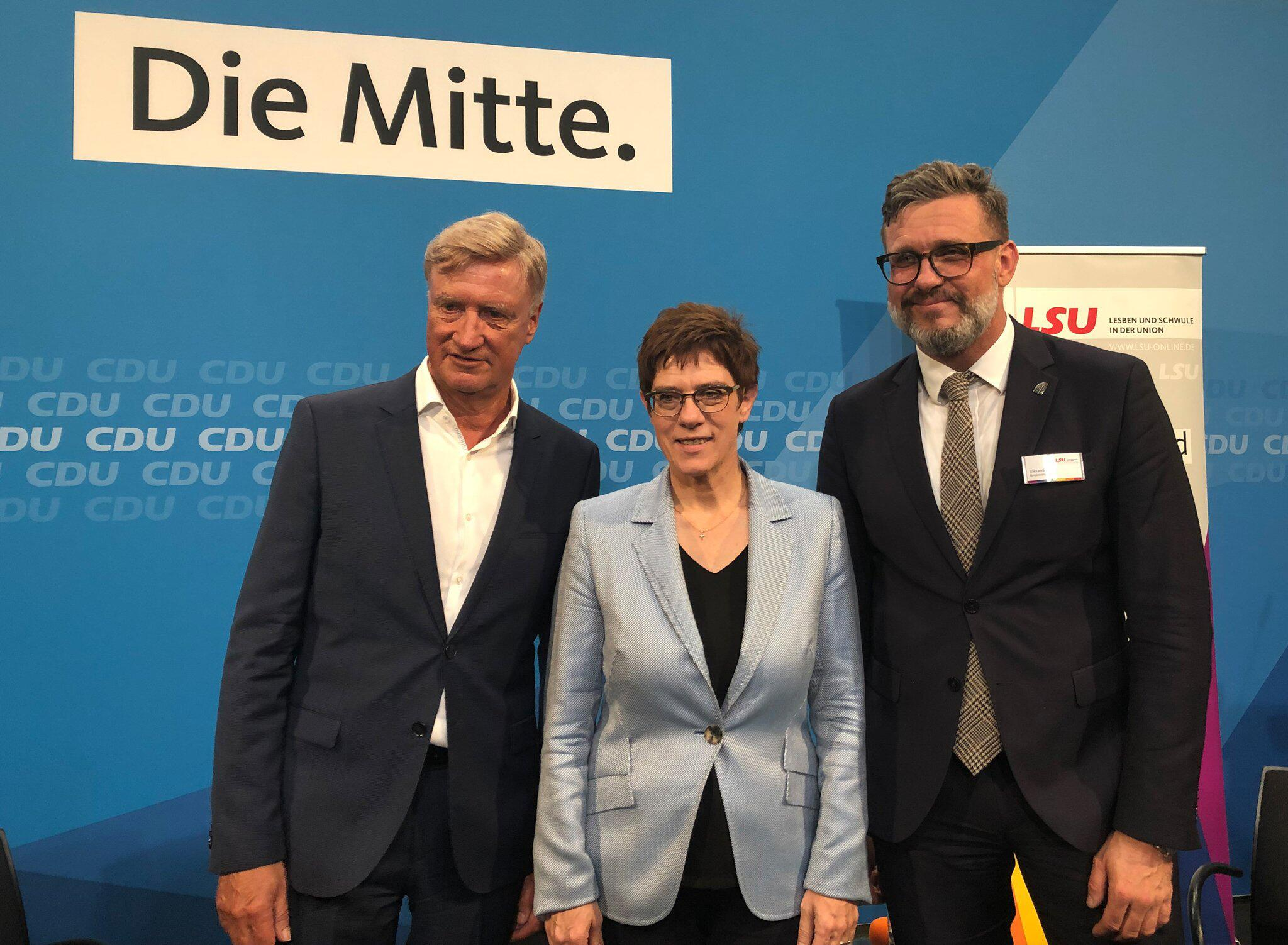 Bild zu Kramp-Karrenbauer confirms commitment to marriage for all
