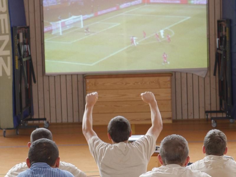 Bild zu Gemeinsam ein Fußball-EM-Spiel anschauen