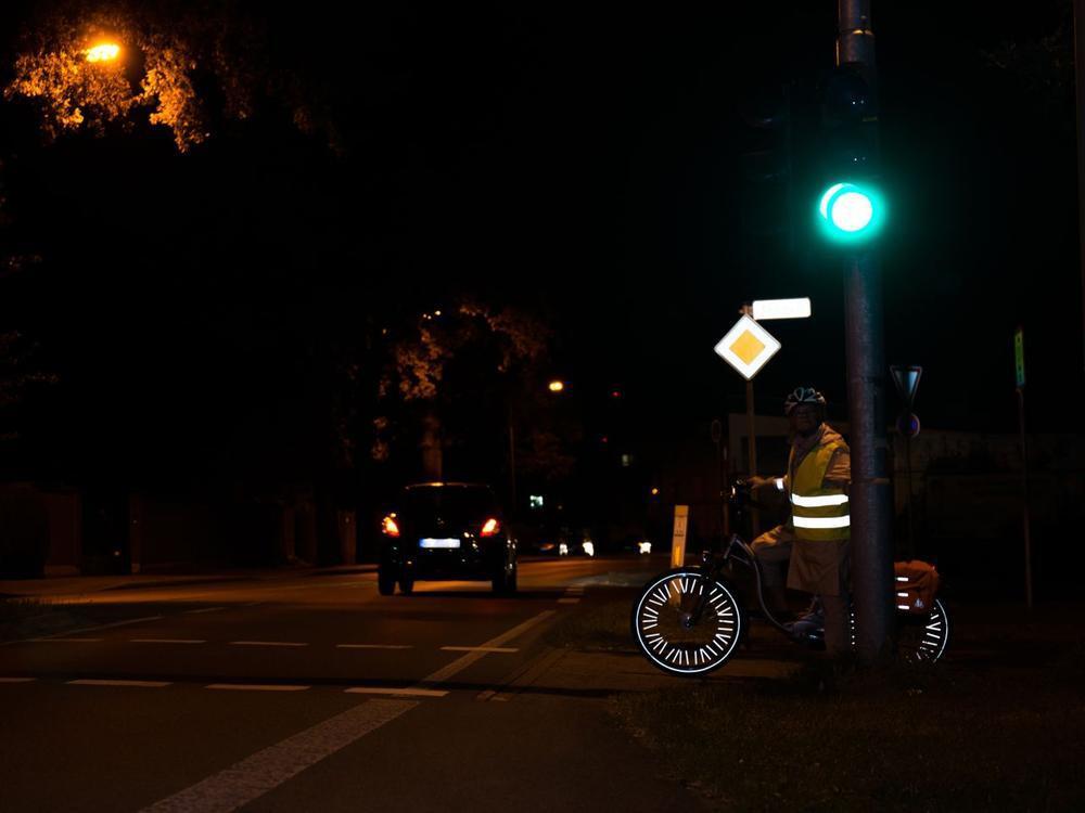 Bild zu Fahrradfahrer mit Reflektoren