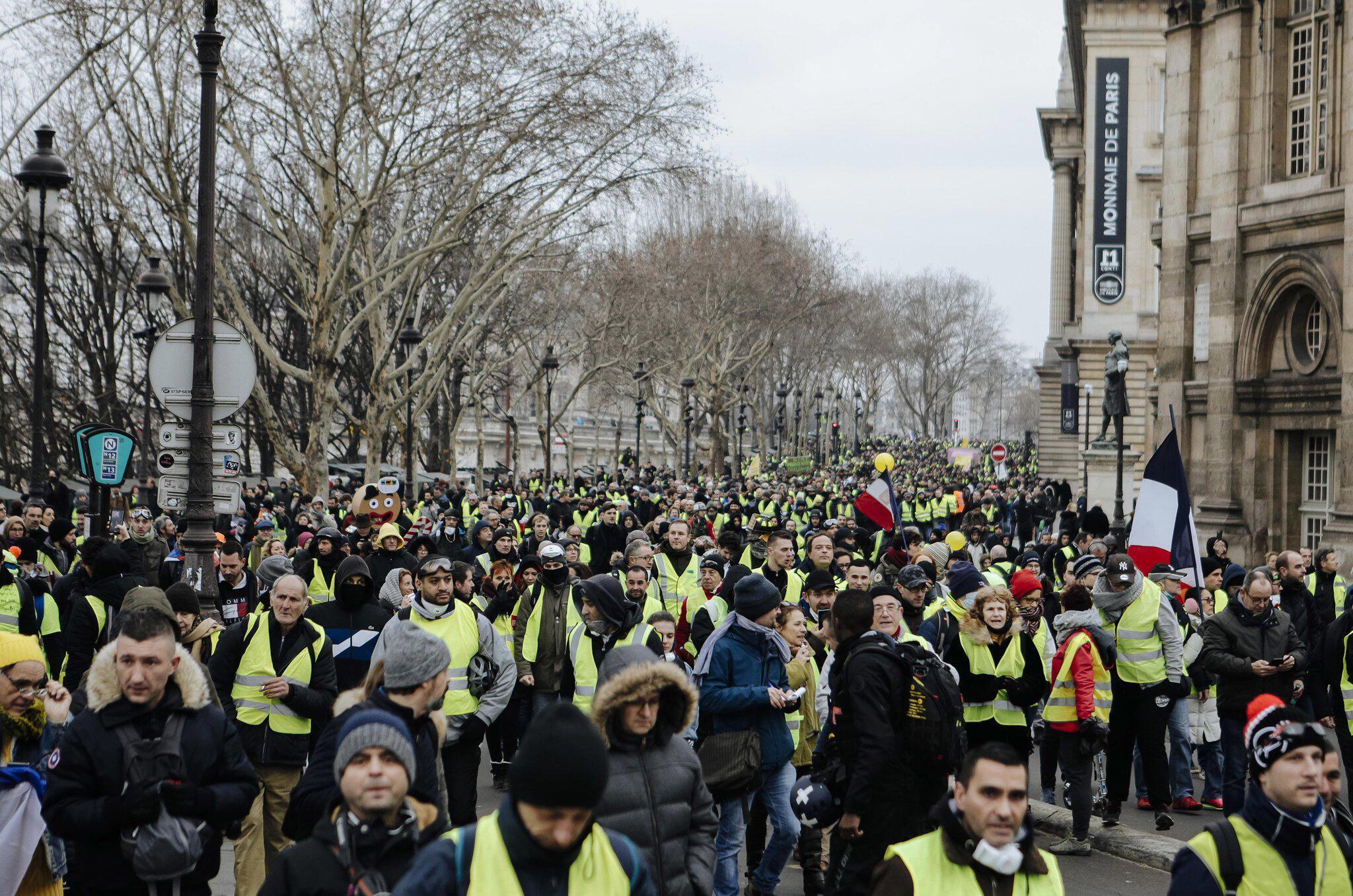 Bild zu «Gelbwesten» protestieren in Frankreich
